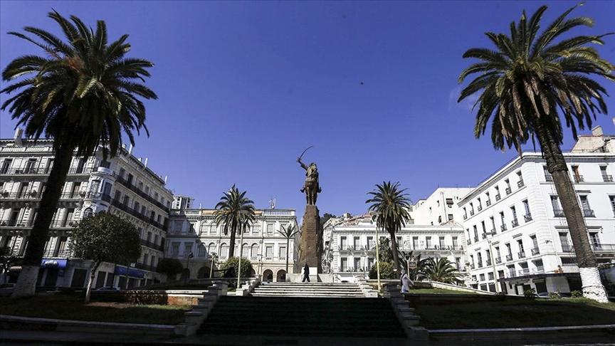 Cezayir Alimler Birliği Başkanı Kasum'a göre, Macron'a en iyi cevap Fransızcanın terk edilmesi