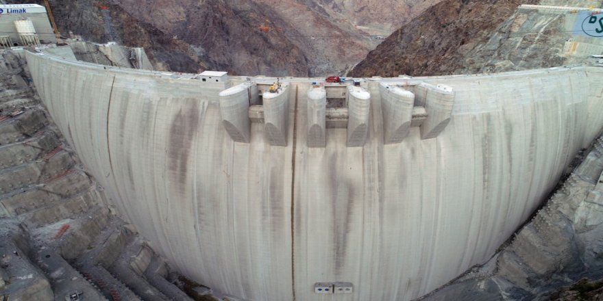 Türkiye'nin en yüksek, dünyanın ise üçüncü barajı olacak olan Yusufeli Barajı'da çalışmalar devam ediyor