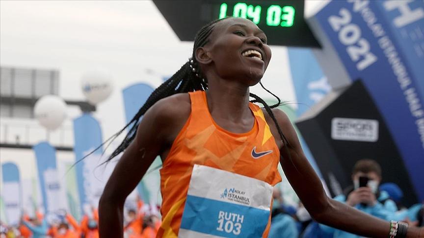 N Kolay İstanbul Yarı Maratonu kadınlarda 'Dünyanın En Hızlı Yarı Maratonu' oldu