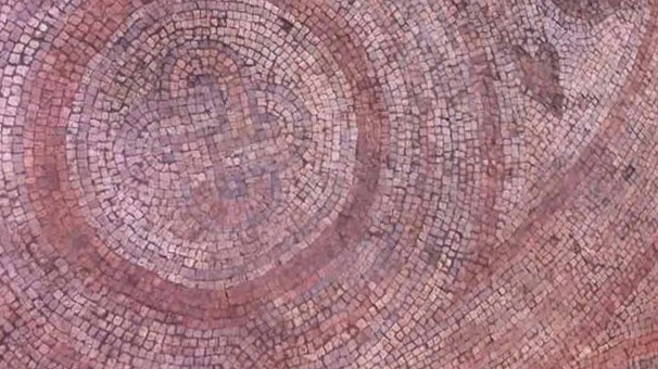 Kaçak kazıda 150 metrekarelik mozaik ortaya çıkartıldı..