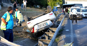 Haliç'te feci kaza! Otomobil takla attı