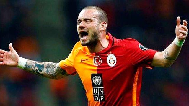 Wesley Sneijder'e Tarihi Ceza !