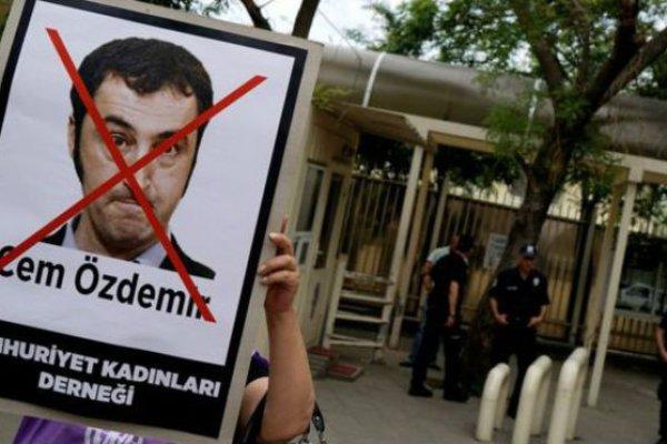 SAKIN TÜRKİYE'YE GİTMEYİN ! MİLLETVEKİLLERİNE POLİS KORUMASI ..