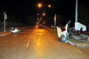 Akıllara zarar kaza! Otomobil ikiye bölündü