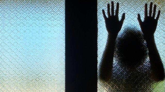14 Yaşındaki Kızlarını Cinsel İlişkiye Girdiği 30 Yaşındaki Adamla Sözleyen Aileye Şok