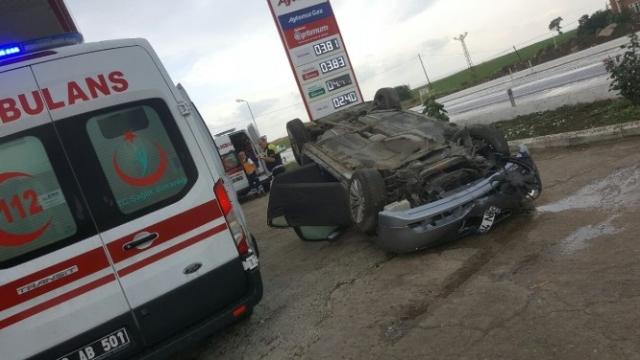 Lüks Otomobil, Taklalarak Atarak Benzin İstasyonuna Daldı