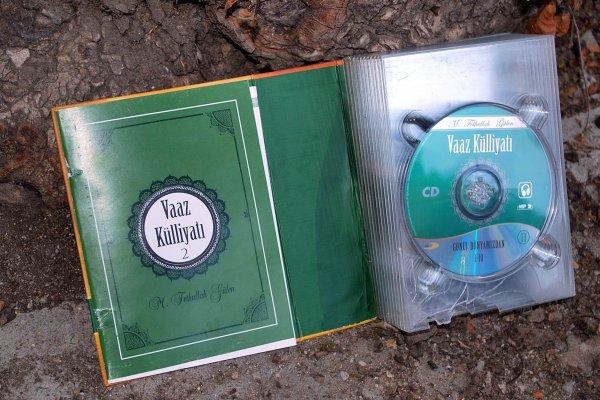 FETÖ'NÜN CD'lerini ÇÖPE ATTILAR ..!