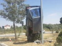 Kaza yapan araç adeta amuda kalktı ! Ancak böyle durabildi !