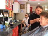 7 yıldır erkek berberinde tıraş oluyor! Nedeni de haber kadar ilginç