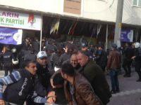 Kocaeli ve Şişli'de HDP'li Gruplara Polis Müdahale Etti Ortalık Karıştı.......