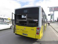 Beton pompası taşıyan kamyon İETT otobüsüne çarptı
