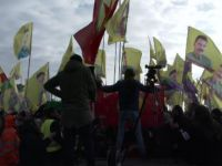 Alevilerin Mitingine PKK Gölgesi Düştü