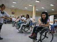 Tekerlekli sandalye dansıyla hayatları renklendi
