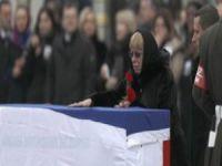 Rus büyükelçiye son veda! Eşi yıkıldı