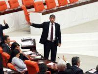Muhalifler mecliste birbirine girdi!