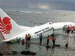 Yolcu uçağı denize 'indi'