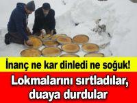 İnanç ne kar dinledi ne soğuk! Lokmalarını sırtladılar, duaya durdular