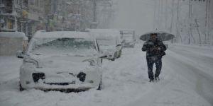 İstanbul'da hayat resmen felç! Yolda yürüyebilene aşk olsun