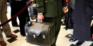 Gizemli siyah çanta saatler sonra Donald Trump'ın olacak