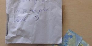 Otomobilin plakalarını çaldı, dikiz aynasına bıraktığı not şaşırttı