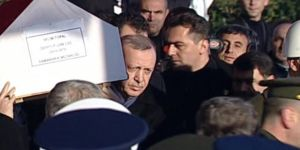 Erdoğan, El Bab Şehidinin Tabutuna Top Arabasına Kadar Omuz Verdi