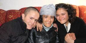 Bir annenin yaşam mücadelesi! Harabe evde,iki engelli çocukla baş başa