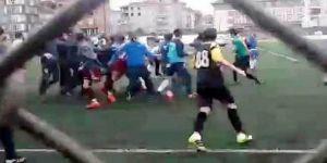 Futbol maçına çıktılar, meydan savaşına döndü