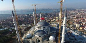 Camiye 4,5 Ton Ağırlığında, Dünyada Eşi Olmayan Alem Takıldı