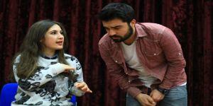 İşaret dili kursiyerlerinden tiyatro gösterisi