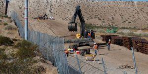 Meksikalılara karşı dikilen duvarı yine Meksikalı işçilere yaptırıyor