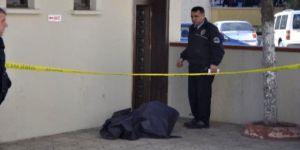 Caminin kadınlar tuvaletinde erkek cesedi bulundu