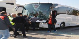 Tur otobüsü ile TIR çarpıştı, yolcular büyük panik yaşadı