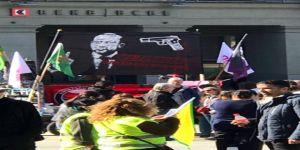 """Terör Örgütünün 'Hayır' Mitinginde """"Erdoğan'ı Öldür"""" Pankartı Açıldı"""