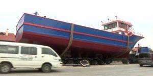 TIR arıza yapınca gemi karaya oturdu