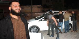 Gözaltına alınan zanlı gazetecilere Kafirlere gülüyorum