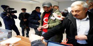 Yurt dışında seçmenler sandıklara akın ediyor