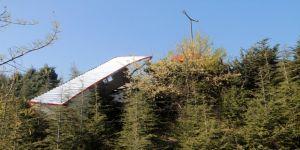 Prefabrik ev yüklü tır şarampole yuvarlandı
