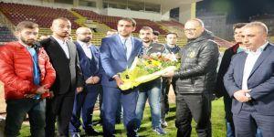 Ülkücülerden Evkur Yeni Malatyaspor'a destek
