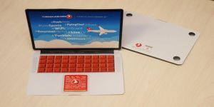 THY yolcularına laptop şeklinde çikolata dağıtıyor
