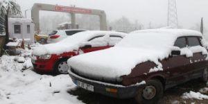 Nisan ayında yağan kar, vatandaşlara zor anlar yaşattı