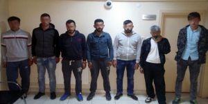 Polisten otomobile uyuşturucu baskını: 7 gözaltı