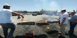 Açlık grevi yapılan cezaevinin önünde mangal yaptılar
