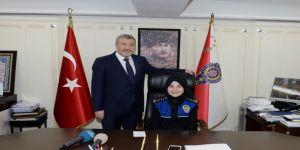 İstanbul Emniyet Müdürü, koltuğunu şehit çocuğuna devretti