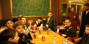 Bosnalı Edin'e sürpriz doğum günü