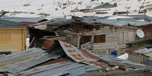 Rize'de hortum çatıları uçurdu