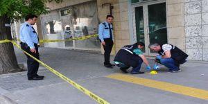 Banka çıkışında silahlı saldırı