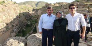 Eski Başbakan Davutoğlu Hasankeyf'i Gezdi