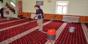 Camilere Ramazan Temizliği