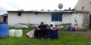 Şehit ailesinin çığlığı: Bize ev yapsınlar, ölünce geri alırlar