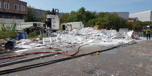 Kozmetik fabrikasında çıkan yangın korkuttu